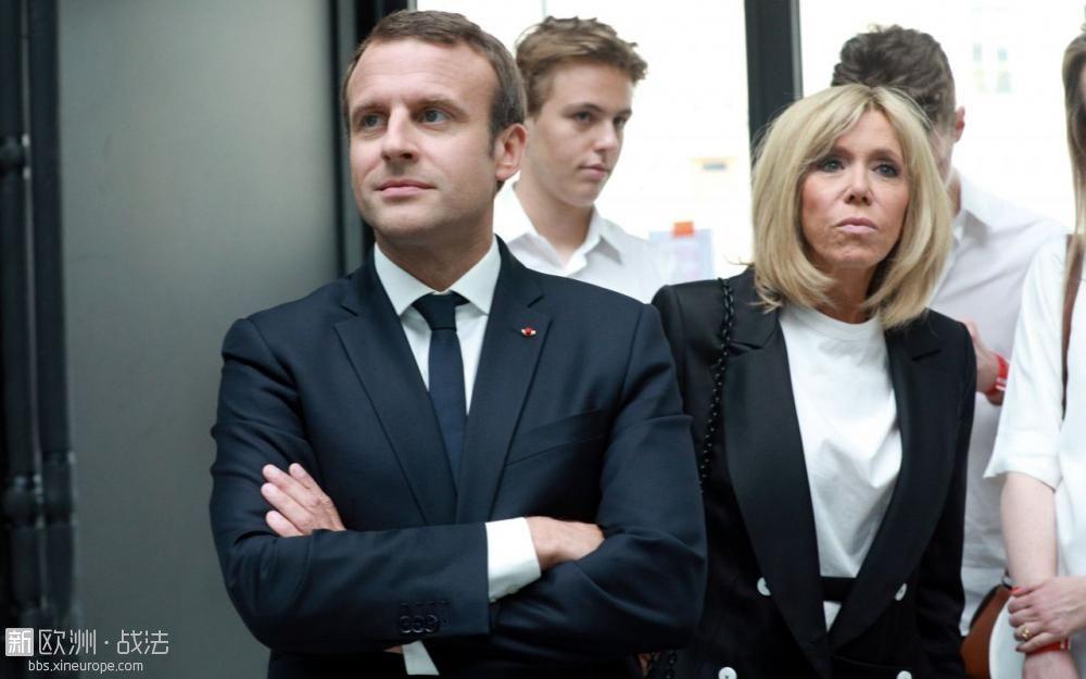 马克龙休假遭法国狗仔偷拍,欲提出诉讼