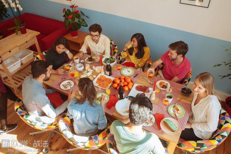 """法国""""家庭餐厅""""兴起创新还是违法?"""